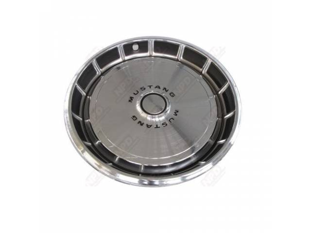 WHEEL COVER, CHROME CENTER, BRUSHED, 14 1/8 INCH